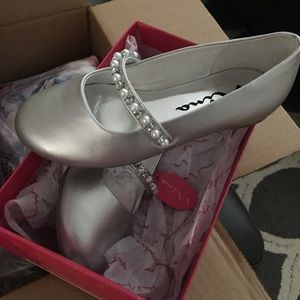 Girl's silver shoes